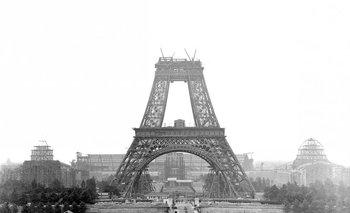La Torre Eiffel siendo construida en 1888<br>