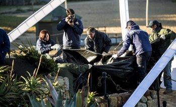 Personal policial prepara el lugar donde yacerán los restos del poeta