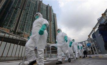 Trabajadores en un mercado de venta por mayor en China