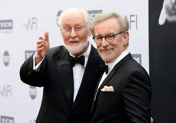 El cpmositor John Williams y Steven Spielberg