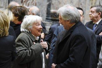 El presidente Tabaré Vázquez conversa con Lucía Topolansky en el acto conmemorativo de la Jura de la Constitución