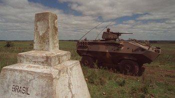 Blindado patrulla frontera entre Uruguay y Brasil