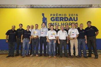 Profesionales del área de tecnología para el agro de Gerdau en la etapa del premio en Agrishow.