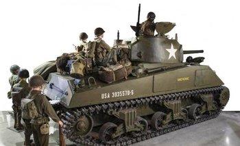 Uno de los tanques que fue subastado también fue parte de la exhibición previa<br>