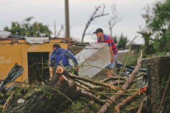 El tornado provocó la muerte de cinco personas