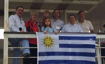 Ingrid Ahlig y familia junto a los principales de los escritorios rematadores<br>