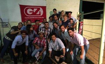 Integrantes de la cabaña con el equipo de Zambrano & Cía en el remate de 2016<br>