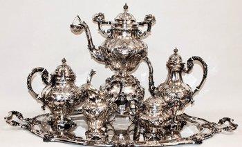 <p>Un juego de té de plata portuguesa del siglo XIX, uno de los lotes destacados del remate de Prilassnig<br></p>