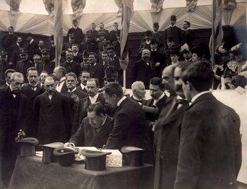 Batlle y Ordóñez con sus ministros el 18 de julio de 1906, cuando se colocó la piedra fundamental del Palacio Legislativo