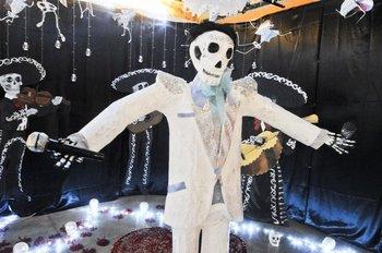 El Día De Los Muertos Y Un Altar Para Juan Gabriel