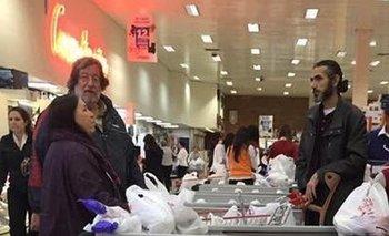 Fotografía divulgada en redes sociales de la compra de Irma Leites y Jihad Diyab en Tienda Inglesa<br>