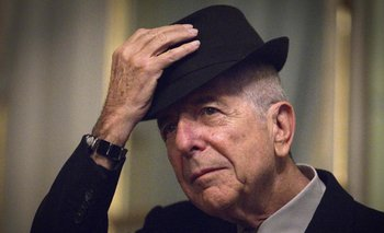Leonard Cohen durante un show en 2012<br>