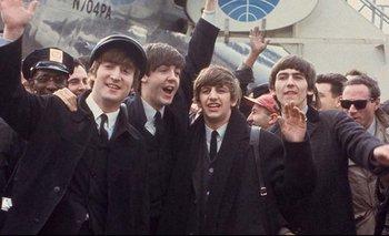 Eight days a week se enfoca en las giras de los Beatles y en cómo era el funcionamiento interno de la banda