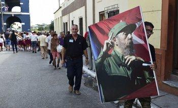 Miembros del Batallaón de Ceremonias de las Fuerzas Armadas Revolucionarias participan de las honras fúnebres de Fidel en La Habana