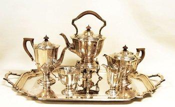 Un juego de té de plata inglesa que subastará la casa Arte & Alhajas<br>