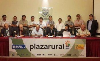 Los integrantes de Plazarural y del Banco República en la conferencia realizada este jueves<br>