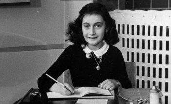 Ana Frank murió de tifus a principios de 1945 en el campo de concentración de Bergen-Belsen