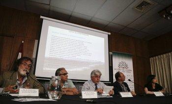 Gonzalo Souto, Enzo Benech, Tabaré Aguerre, Adrián Tambler y Ángela Cortelezzi durante el anuncio.<br>