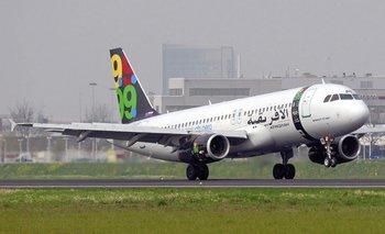 Un avión compañía de la compañía libia Afriqiyah Airways en el aeropuerto de Schiphol en Ámsterdam (Holanda)