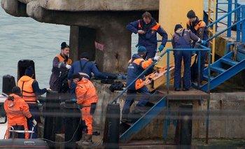 Rescatistas rusos hallan cuerpo de pasajero del avión estrellado.