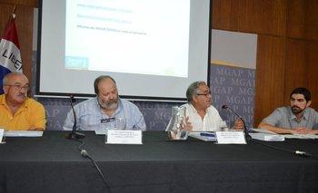 <div>Técnicos y jerarcas del MGAP encabezados por el ministro (i) Enzo Benech en conferencia de prensa</div><div><br></div>