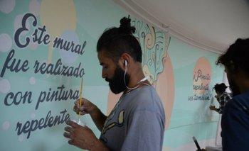 Mural realizado en el Hospital de la mujer del Pereira Rossell durante el acto de lanzamiento de la campaña de prevención del Aedes aegypti