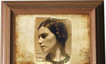 La dedicatoria de esta foto de Blanca Luz está fechada en 1931, pero probablemente fue tomada en México en diciembre de 1929.