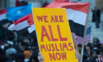 Protestas en Brooklyn contra la orden que prohíbe a inmigrantes y refugiados el ingreso a Estados Unidos.