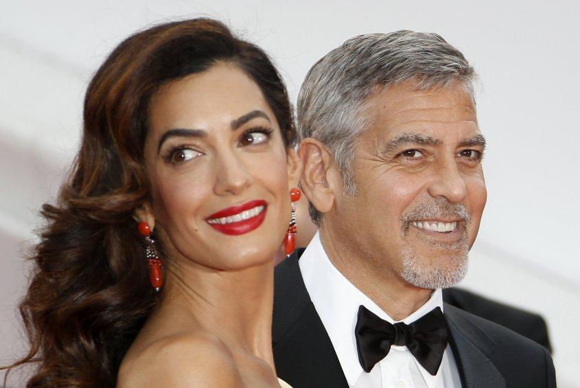Amal Clooney presume de mellizos