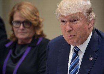 Donald Trump en una reunión con senadores el pasado 9 de febrero en la Casa Blanca