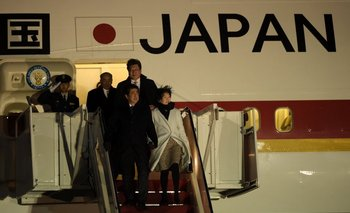 El primer ministro Shinzo Abe llega a la base Maryland de Estados Unidos, cerca de Washington, en la madrugada del 9 de febrero.