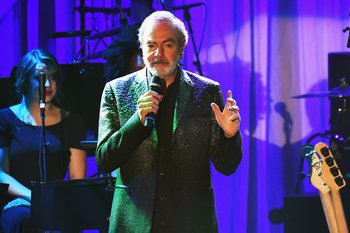 LOS ANGELES, CA - FEBRUARY 11: Singer Neil Diamond performs onstage at the Pre-GRAMMY Gala and Salute to Industry Icons Honoring Debra Lee at The Beverly Hilton on February 11, 2017 in Los Angeles, California.   Kevork Djansezian/Getty Images/AFP== FOR NEWSPAPERS, INTERNET, TELCOS & TELEVISION USE ONLY ==