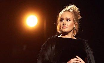 Adele durante el homenaje a George Michael