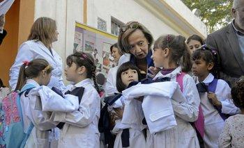 Ministra Muñoz junto a escolares