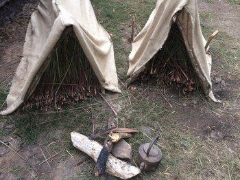 Camas y carpas de otra época en la Patria Gaucha.