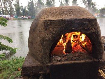 Doce sociedades tradicionalistas arman fogones a orillas de la Laguna de las Lavanderas.