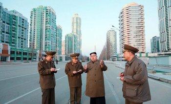 Kim Jong-un en medio de la calle Ryomyong de Pyongyang. Foto sin fecha publicada el 16 de marzo por la agencia de noticias norcoreana.