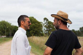 El actor Leonardo Sbaraglia y Adrián Caetano durante el rodaje del último filme del uruguayo, <i>El otro hermano</i>