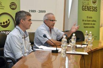 Álvaro Roel, presidente del INIA, expone durante la conferencia en La Estanzuela.<br>