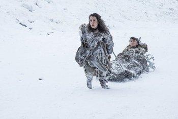 Bran Stark y Meera Reed continúan su camino de vuelta al sur de Poniente, luego de conocer el peligro que enfrenta el continente