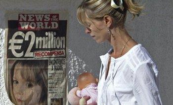 Una imagen de 2007 en la que se ve a la madre de Maddie en plena búsqueda de su hija