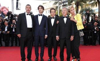 Adam Sandler, Noah Baumbach, Ben Stiller, Dustin Hoffman y Emma Thompson en Cannes.