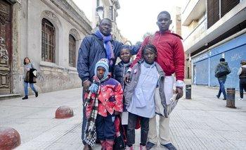 Kevin André con cuatro de sus hijos en Montevideo