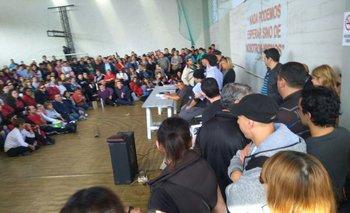 Trabajadores de Tienda Inglesa en una asamblea