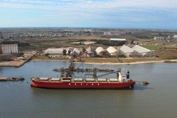 Nueva Palmira, uno de los puertos de salida de la soja uruguaya<br>