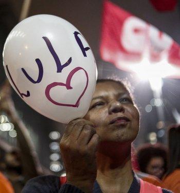 Los partidarios del expresidente brasileño Lula da Silva protestan en San Pablo