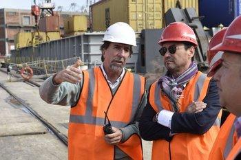 El embajador chileno, Carlos Parker, junto a directivos de Montecon.