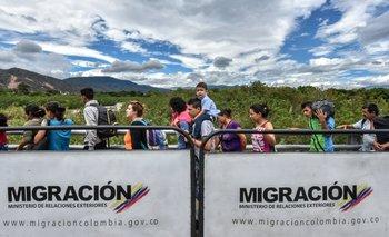 Venezolanos intentando pasar hacia Colombia