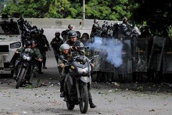La represión a los manifestantes de la oposición ha seguido en las últimas horas