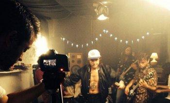 Hablan por la Espalda en la grabación del videoclip de <i>Cabeza de moto</i>, parte de su disco <i>Sangre</i>, financiado a través de crowdfunding